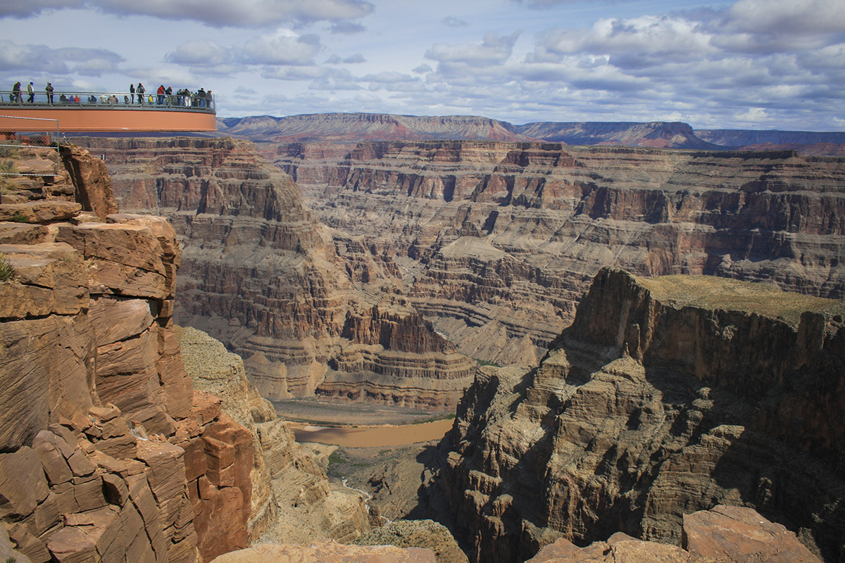 Living In Las Vegas Pros And Cons : Grand Canyon Skywalk: Pros and Cons of the adventure